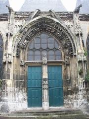 Eglise Saint-Ouen de Longpaon - Français:   Portail sud-ouest de St Ouen de Longpaon. La porte de gauche est donnée en 1627 par Masse Houdevart et celle de droite en 1648 par Levassur.