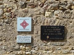 Logis de Barroux - Français:   Plaques à l\'entrée du logis de Barroux, Airvault, Deux-Sèvres, France.