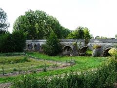 Pont du Vernay - Français:   Le pont de Vernay (côté amont), Airvault, Deux-Sèvres, France