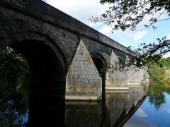 Pont du Vernay - Français:   Le pont de Vernay (côté amont) sur le Thouet, Airvault, Deux-Sèvres, France