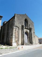 Eglise Saint-Hilaire - Français:   Le portail de l\'église Saint-Hilaire de Gourgé, Deux-Sèvres, France