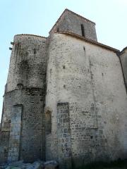 Eglise Saint-Hilaire - Français:   La façade nord fortifiée de l\'église Saint-Hilaire de Gourgé, Deux-Sèvres, France
