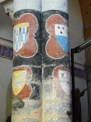 Eglise Saint-Hilaire - Français:   Armoiries des seigneurs de Gourgé ou alentour peintes sur les colonnes de la nef, église Saint-Hilaire de Gourgé, Deux-Sèvres, France