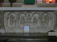 Eglise Saint-Hilaire - Français:   L\'autel de l\'église Saint-Hilaire de Gourgé, Deux-Sèvres, France