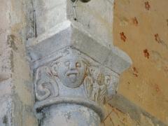 Eglise Saint-Hilaire - Français:   Chapiteau sculpté de l\'église Saint-Hilaire de Gourgé, Deux-Sèvres, France
