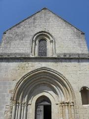 Eglise Saint-Jean-Baptiste - Extérieur de l'église Saint-Jean-Baptiste de Marnes (79). Façade méridionale.