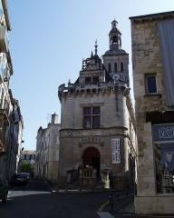 Ancien hôtel de ville, dit Le Pilori -   le Pilori (Niort)  Ceci est une photo perso prise en 2002 par --Accrochoc 11 déc 2004 à 00:19 (CET)