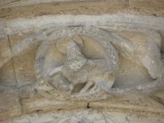 Restes de l'ancienne église Notre-Dame-de-la-Couldre - Façade de l'église Notre-Dame-de-la-Couldre à Parthenay (79). Portail. Détail de la 2ème voussure.