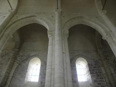 Ancienne église priorale Saint-Pierre de Parthenay-le-Vieux - Église Saint-Pierre de Parthenay-le-Vieux, Parthenay (79). Intérieur.