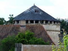 Domaine de Saint-Loup - Français:   L\'ancien pigeonnier du château de Saint-Loup-sur-Thouet, Saint-Loup-Lamairé, Deux-Sèvres, France