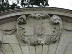 Maison - Français:   Bas-relief du portail, 18 rue Harcher, Thouars, Deux-Sèvres, France.
