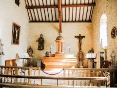 Château (ensemble du) - Autel de la chapelle du château de Belvoir. Doubs