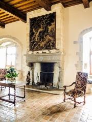 Château (ensemble du) - Cheminée de la salle d'honneur du château de Belvoir. Doubs