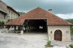 Halles et son moulin à huile - English: Les Halles de Belvoir / Lavoir de Belvoir