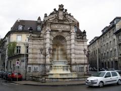 Fontaine monumentale -  Besançon (Doubs, France) -   La fontaine de la Place Jean Cornet.   .