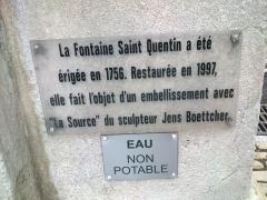 Fontaine monumentale - Français:   plaque explicative de la fontaine Saint Quentin de Besançon