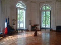 Ancienne Intendance de Franche-Comté, actuellement Hôtel de la Préfecture du Doubs - Français:   Grand salon de l\'ancienne intendance de Franche-Comté, actuelle préfecture. Il est situé dans la rotonde du bâtiment, situé du coté jardin.