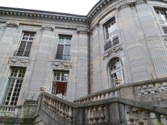 Ancienne Intendance de Franche-Comté, actuellement Hôtel de la Préfecture du Doubs - Français:   Vue de la rotonde de l\'ancienne intendance de Franche-Comté, et actuelle préfecture.