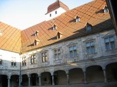 Palais Granvelle, actuellement musée -  Cours interieur Palais Granvelle - Besançon - Franche Comté - France