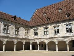Palais Granvelle, actuellement musée - Deutsch: Palais Granvelle, Innenhof, Nord- und Westflügel