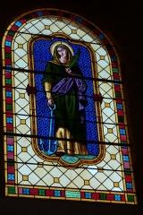 Eglise - Deutsch: Bleiglasfenster in der Pfarrkirche Saint-Étienne in Boussières, Darstellung: hl. Philomena; Signatur: G. PRETOT Besançon 1949 (= Georges-Jules-Joseph Pretot)