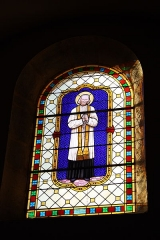 Eglise - Deutsch: Bleiglasfenster in der Pfarrkirche Saint-Étienne in Boussières, Darstellung: Jean-Marie Vianney; Signatur: G. PRETOT Besançon (= Georges-Jules-Joseph Pretot)