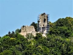 Château de Scey (également sur commune de Cléron) - Français:   Castel Saint-Denis, vu de Cléron. Doubs