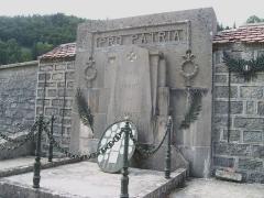 Eglise Saint-Maurice -  Jougne, chapelle Saint-Maurice de La Ferrière, monument aux morts dans le cimetière, à ne pas confondre avec celui du village