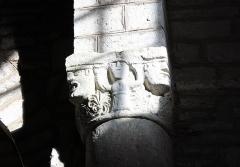Eglise Saint-Maurice - Français:   Chapiteau sculpté.