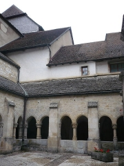 Ancienne abbaye -  Montbenoît: Kreuzgang