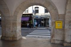 Bailliage - Français:   Vue d\'Ornans, dans le département du Doubs en France.