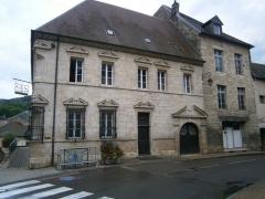Hôtel Sanderet de Valonne - Français:   Bibliothèque d\'Ornans dans l\'ancien hôtel Sanderet de Valonne (fin XVIIe siècle), 26 rue Saint-Laurent. Août 2012.