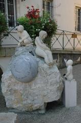 Hôtel Sanderet de Valonne - Français:   Statue se trouvant devant la bilbliothèque d\'Ornans