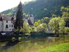 Eglise -  Le Doubs et la collégiale de St Hippolyte