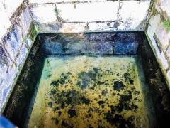 Fontaine - Français:   Bassin de la source de la fontaine-lavoir de Sainte-Marie. Doubs.