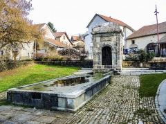 Fontaine - Français:   Fontaine-lavoir de Sainte-Marie. Doubs.