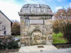 Fontaine - Français:   Monument de la fontaine de Sainte-Marie. Doubs.