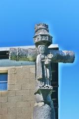 Croix de la Combille - Français:   Détail de la croix de la Combille. Face Est.