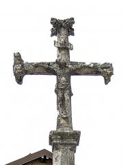 Croix en pierre 1604 - Français:   Plan rapproché de la croix datée de 1604. Centre du village de La Planée. Doubs