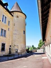 Château Pécaud et Tour Velfaux - Français:   Vue arrière du château Pécaud. Arbois. Jura.