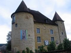Château Pécaud et Tour Velfaux - Français:   Edifié à partir du XIIIe s., le château d\'Arbois passe à la famille Pécauld au XVIe. Il héberge depuis 1993 le Musée de la vigne et du vin de Jura.