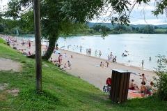 Villages palafittes du lac Chalain (également sur communes de Marigny et Doucier) - English: Doucier beach at Lac de Chalain, Jura, France.