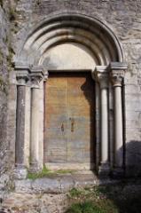 Abbaye -  petit portail du XIIème de l'église de Gigny