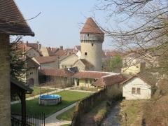 Tour de la Sergenterie - Français:   Tour de la Sergenterie, ruines / vestiges des remparts de la ville forte de Poligny