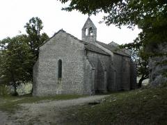 Chapelle de Saint-Romain-de-Roche -  Vue de la chapelle de Saint Romain de Condat située sur la commune de Pratz dans le Haut-Jura.(39) Cette chapelle surplombe le village de Vaux les St Claude. C'est un lieu magnifique pour se ressourcer et méditer.