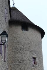 Tour Saint-Guillaume (ensemble) - Français:   Tour Saint-Guillaume, Saint-Amour, Jura.