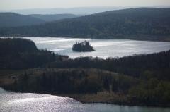 Ile de la Motte, sur le lac d'Ilay -  Vue sur le lac d'Ilay depuis le belvédère des quatre lacs