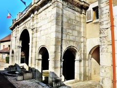 Mairie-Lavoir - Français:   Façade de la fontaine-lavoir de Bucey-lès-Gy.
