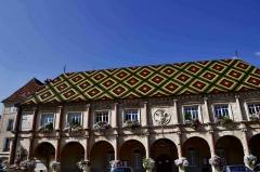 Hôtel de ville - Français:   Hôtel de ville de Gray (Haute Saône), place Charles-De-Gaulle (vue générale).