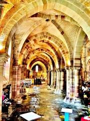 Ancienne abbaye Saint-Colomban - Nef latérale Nord de la basilique de la ville de Luxeuil-les-Bains, département Haute-Saône.